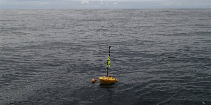 Surface float for autonomous echosounder with VHF and satellite trackers and a flashing light to warns vessels of its presence. Photo: IMR, Norway.