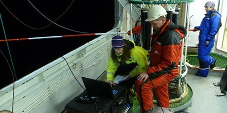 Mette Agersted, Gavin Macaulay and Eva Garcia Seoane (Institute of Marine Research, Norway) calibrate a drifting acoustic buoy in Bjørnafjorden, Norway. Photo: Shale Rosen, Institute of Marine Research.